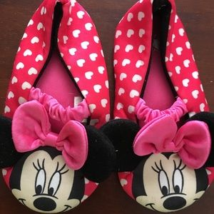3 for 10$ Minnie Mouse Slippers Sz 7-8 T